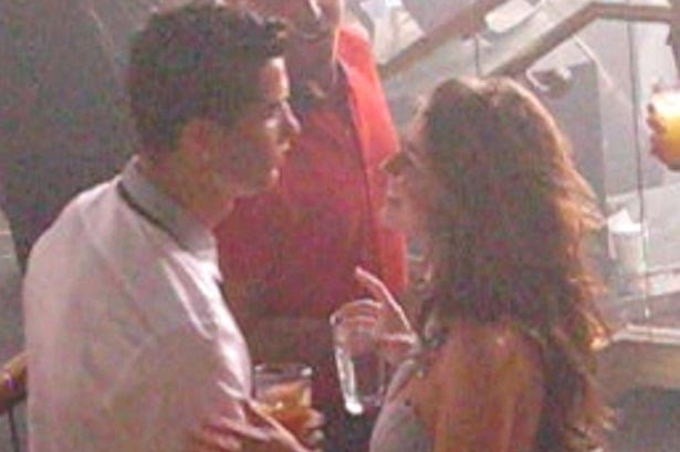 1_Cristiano-Ronaldo-and-Kathryn-Mayorga-at-RAIN-nightclub-in-2009.jpg